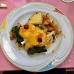 Hau Tree Lanai Restaurant - Salmon Bendct B  20.00ドル