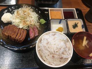 牛かつ冨田 - 牛かつ 130g トロロ付き セット (´∀`)/ ライスL