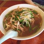 上海亭 - ニラ肉麺でございます