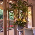 レストラン・モリエール - 窓際の生花たち