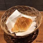 肉バルサンダー - アンチョビ入りのクロワッサン
