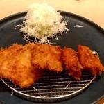 味噌だれとんかつ 卯辰 - 【2018.9.26(水)】最初の料理(ロースカツ2枚とチキンカツ3枚)