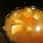 93434369 - みそ汁から炙り鶏汁への変更は追加80円、炙った鶏むね肉の香ばしさが個性的!