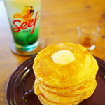 カフェトキオナ - 焼きたて自家製ホットケーキ・バター&メープル、メロンクリームソーダ