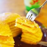 93434668 - 焼きたて自家製ホットケーキ・バター&メープル、メロンクリームソーダ