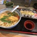 ちぎりや - 天ぷらうどんと鯖押し寿しセット950円