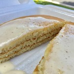 Boots & Kimo's Homestyle Kitchen - 特製マカダミアソースのパンケーキ Kimo's Famous Macadamia Nut Sauce on His Onolicious Pancakes」($11.99)