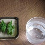 峠茶屋 - 料理写真:お通しの漬物