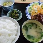 てらさき - 料理写真:ハンバーグ定食750円