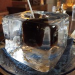 神戸にしむら珈琲店 - 氷の器のアイスコーヒー(時間が経つと氷がクリアーになってくる)
