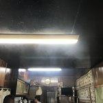 やきにく徳山 - 内観写真:いい感じの煙です