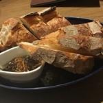 グラン ポレール ワインバー トーキョー - 石窯焼きのパン