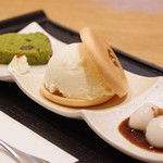 京都 つる家 茶房 ヒルトンプラザイースト店 -