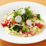 野菜いっぱいのペペロンチーノ ヴェルドゥーラビアンカ