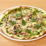 キノコとバジルソースのピザ フンギジェノバ