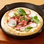 牛リブロースとマッシュポテトのピザ