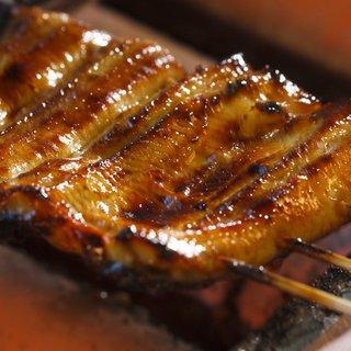 守られ続けた秘伝のタレ。艶やかに焼き上げられた特上鰻に舌鼓。