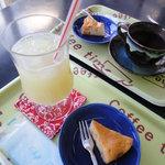 和ん亭 - 料理写真:料金に込みのドリンク(グレープフルーツジュース)+ミニアップルケーキ