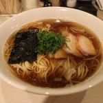 麺や 大和 - 支那そば(黒だし)(700円、斜め上から)