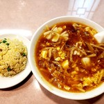 千禧楼 - 酸辣湯麺セット(半チャーハン・漬物・焼売2個・杏仁豆腐付)