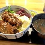93463288 - レバカツ丼950円