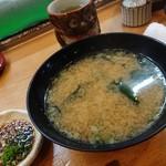寿司けん - 大きなお味噌汁 具はワカメ