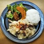 デモッソ・ノット・キーノ - 鶏肉のサワークリーム煮ランチ@900
