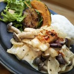 デモッソ・ノット・キーノ - 鶏肉のサワークリーム煮ランチ