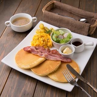 朝8時OPEN!人気のモーニングパンケーキ♡