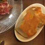トラットリア シンチェリタ - コペルト@300円 パンが2種出てきます