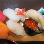 海鮮館どんどん亭 - 寿司セットの寿司アップ