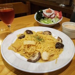 昼もOK!お得なディナーセットでスパゲッティをおいしく堪能♪