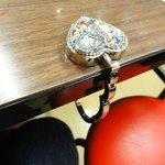 三福 - レビューアーさん飲み屋でかばんをかけるのに使用。慣れてる!