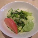 カフェ・キャトリエーム - ランチのセットサラダ