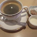 カフェ・キャトリエーム - セット、食後のコーヒー。なかなかのお味。
