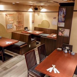 ゆったりとしたテーブル席で今宵はお寿司!