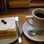 月と六ペンス - フルーツサンドとコーヒー