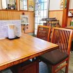 93484948 - 4人掛けのテーブルが4卓、奥は分からずじまい^ ^