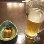 うまかもん家 - ビールのお通し、煮蛸とトロトロの煮物?