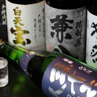 焼鳥と相性バッチリなお酒を厳選!焼酎は常時20種をご用意☆