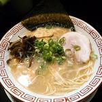 博多長浜らーめん 六角堂 - 料理写真:長浜らーめん  680円(税込)