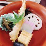 沙羅の木 - 海老の天ぷら、れんこん、かむぼこ、卵焼き、ひじきなど。かつて、倹約条例の元で食べられていたから、こんなに素朴なおかずなのかしら。