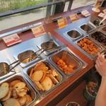 グランデフューメ草津 - 食べ放題トッピングコーナー。