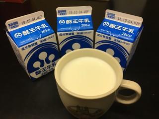 酪王乳業 - 給食用牛乳