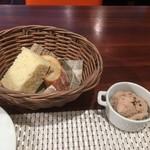ビストロ ダイア - 自家製パン