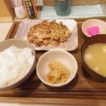 ゆかり食堂 - 本日のおまかせ定食 炭火焼き鳥の塩焼き 500円