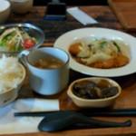 93506198 - 日替わり定食(トンカツのホワイトソース)