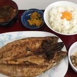 ひもの食堂 - 納豆に生卵!