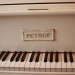 ルートヴィヒ・音楽の館 - チェコ製の、『ペトロフ』。