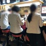 三吉 - 店内 女性ばっかり!